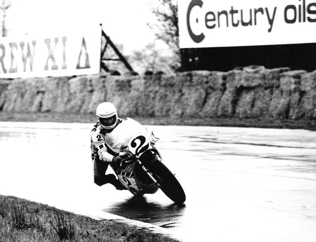 Kenny Roberts delicately corners his factory Yamaha OW31 in the rain at Mallory Park during the 1977 Anglos-American Match Races. (The Jim Greening Collection)
